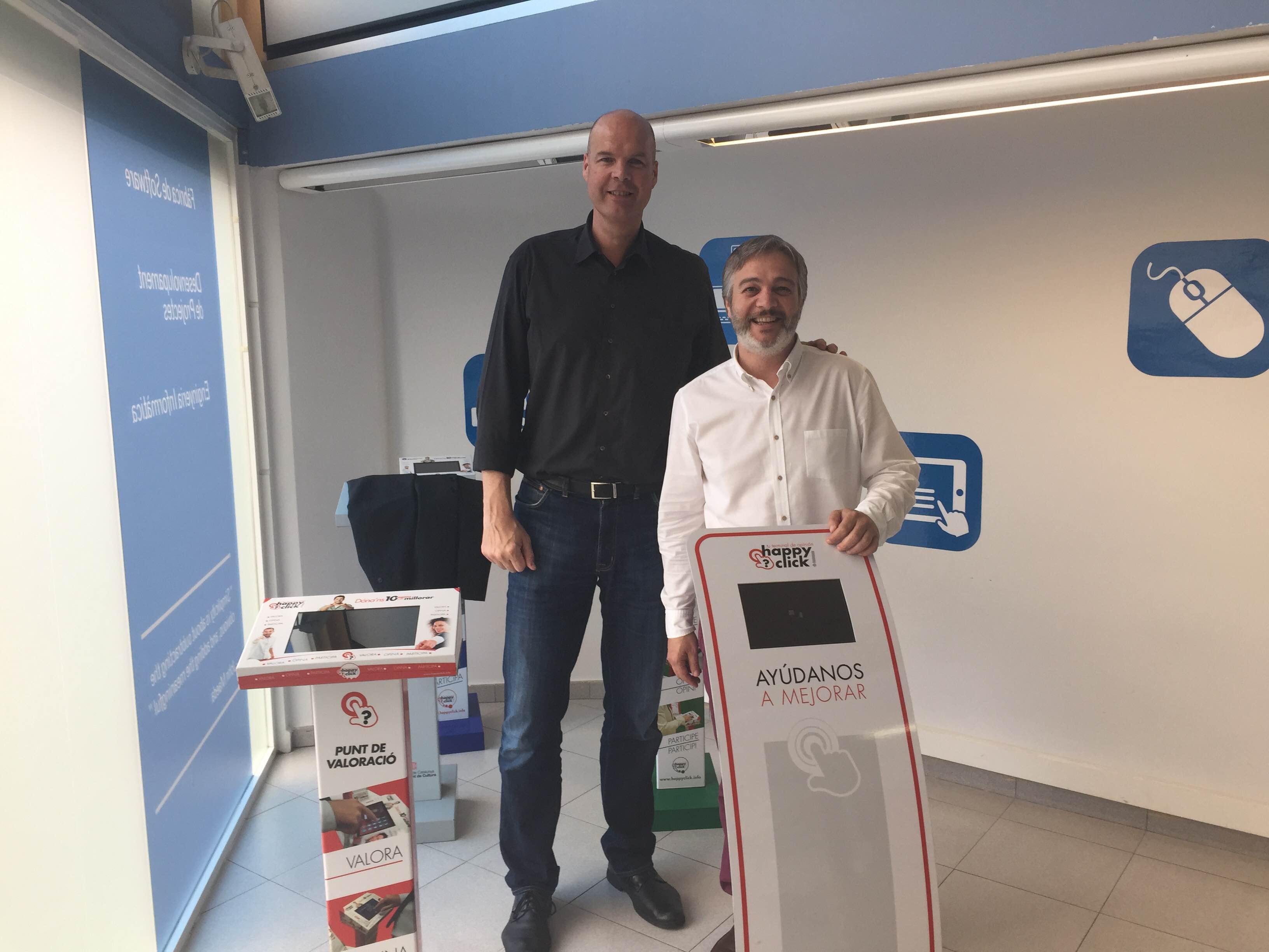 Ferran Martinez ex-jugador de baloncesto del Barcelona y actualmente Presidente de Lánzame Capital visita las instalaciones de happyclick.